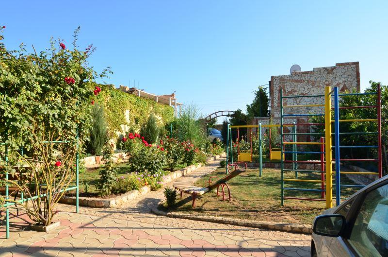 Отель Ксюша в Оленевке - детская площадка