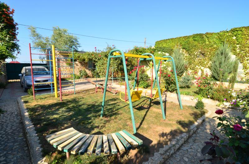 Детская площадка на территории Ксюши